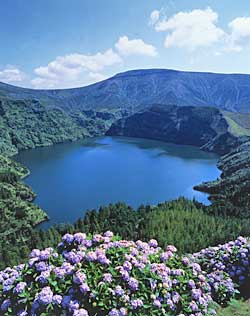 http://www.azores-islands.info/media/photos/flores/flores.jpg